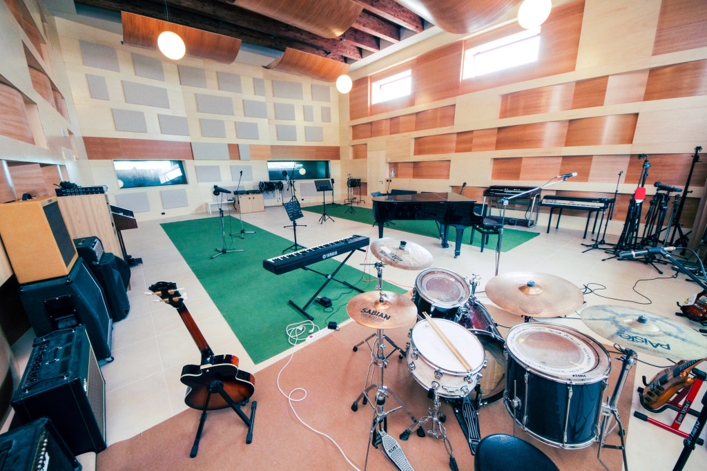 live orchestral room